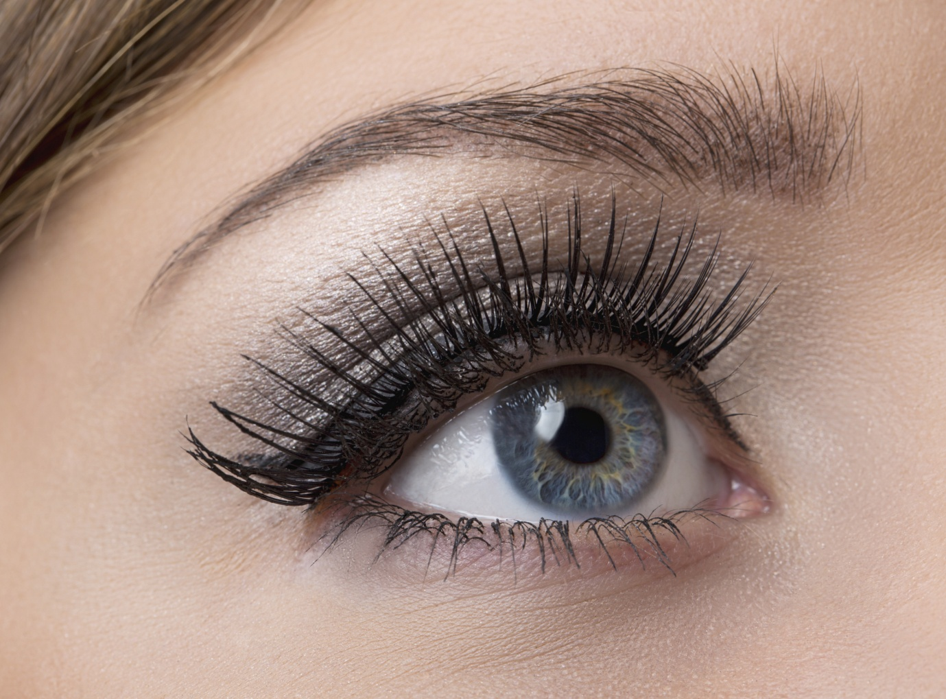 Women And Their Love For Attractive Long Eyelashes